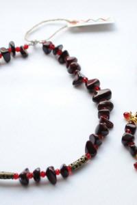 Комплект украшений – бусы, серьги и браслет из натуральной яшмы.