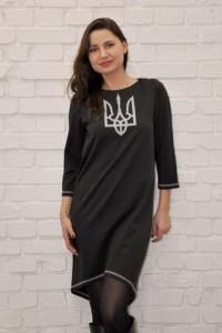 Трикотажное платье с вышивкой